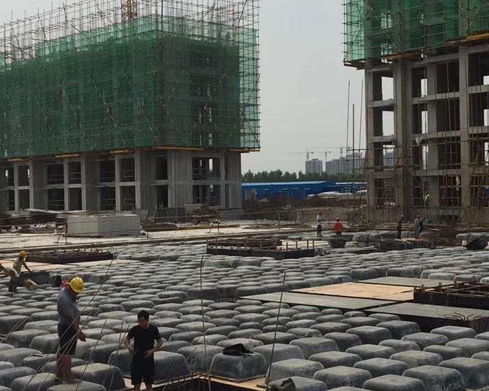 模壳的水电工程预埋件及肋梁、表面建筑钢筋的安裝